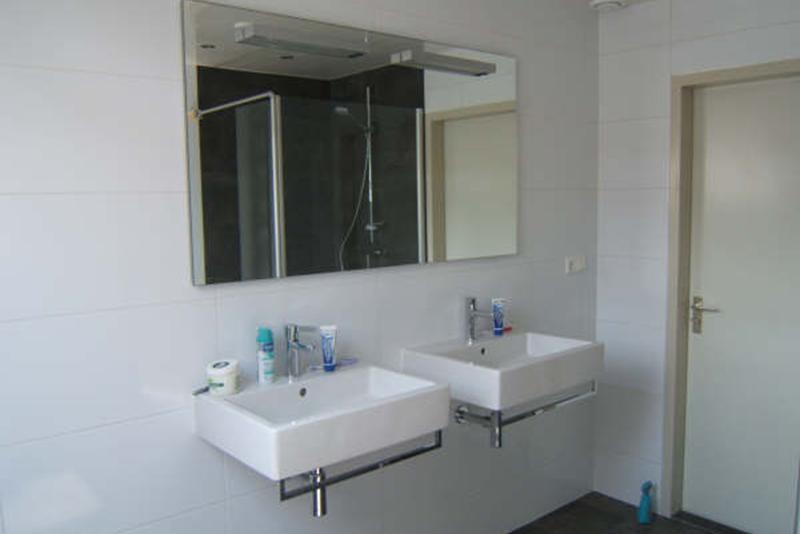 Kin boer multimontage badkamer met dakraam - Veranda met dakraam ...