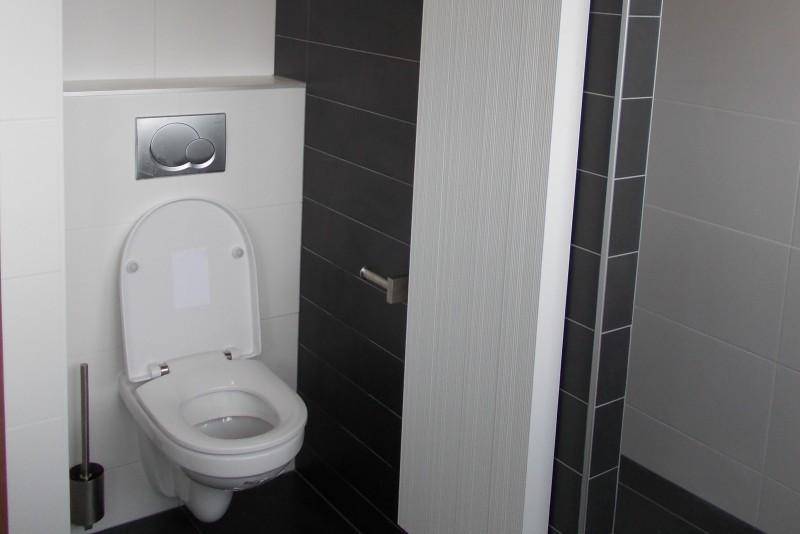 Badkamer Met Dakkapel : Kin boer multimontage badkamer geheel vernieuwd en voorzien van