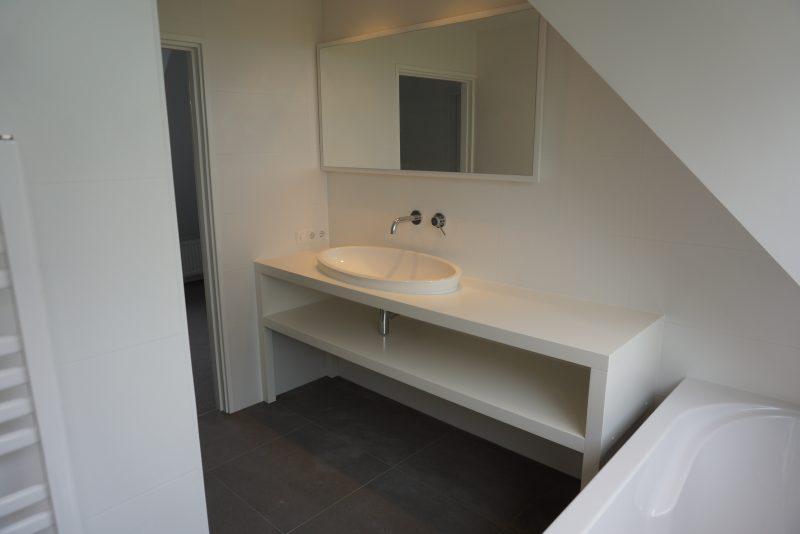 Kin Boer Multimontage   Strakke badkamer met landelijk uitzicht!