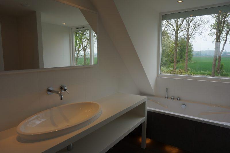 Kin Boer Multimontage | Strakke badkamer met landelijk uitzicht!